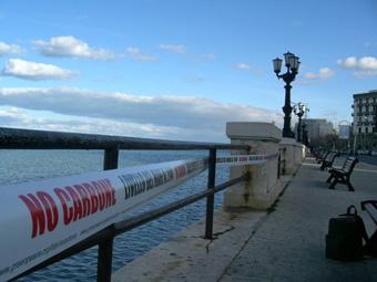 """Greenpeace mette i nastri a Bari: """"Non carbone – livello del mare al 2040"""""""