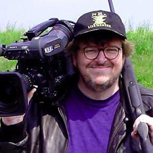 Il regista Michael Moore cerca brokers e banchieri per il suo nuovo film sul crack finanziario americano