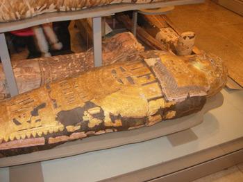Scoperta in Egitto una tomba con all'interno quattro sarcofagi ad opera degli archeologi giapponesi