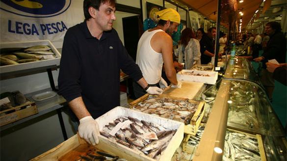 Slow Fish Musica a Genova, dove il Mare, i Marinai e le Sirene cantano omaggiando anche Fabrizio De Andrè