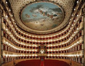 Il Real Teatro di San Carlo protagonista nell´estate napoletana. Luglio 2009: a Piazza del Plebiscito ritornano i concerti di qualità della Fondazione partenopea