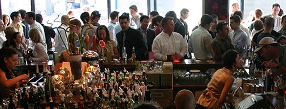 """Montreal, per scongiurare la crisi economica la Taverne Crescent ha varato l'iniziativa """"conto libero"""" ovvero, paga quanto vuoi"""