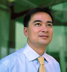 La breve storia di Abhisit Vejjajiva e la sua leadership nel Paese del Sorriso