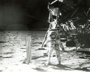 Il 20 luglio 1969, la missione Apollo 11 permette a due uomini di mettere piede sulla Luna per la prima volta