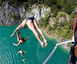 La Red Bull Cliff Diving Series torna a Polignano il 26 luglio per la gara di tuffi internazionale