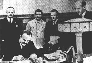 Il patto Molotov-Ribbentrop tra Hitler e Stalin