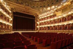 Domenica 4 ottobre riapre con la Nona Sinfonia di Beethoven il Teatro Petruzzelli di Bari