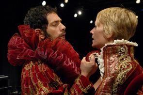 Scalda il motore la stagione di prosa del Teatro Pubblico Pugliese 2009/2010