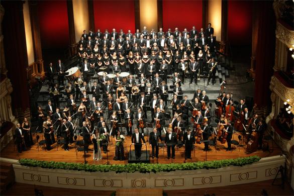 Riaperto  dopo 18 anni il teatro Petruzzelli: il sogno diventa realtà
