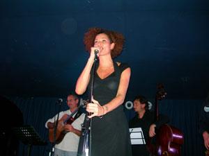 La saudade brasiliana apre la stagione musicale jazz a Napoli con Rosalia de Souza