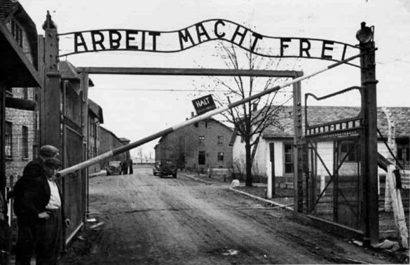 «Arbeit macht frei» (il lavoro rende liberi)