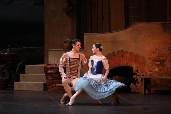 """La fiaba di """"Giselle"""" in un dorato Petruzzelli"""