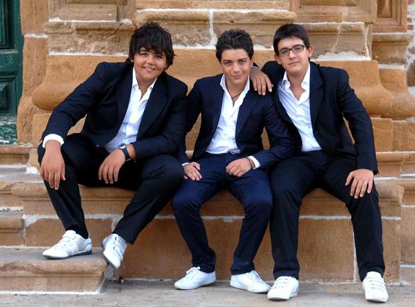 """Esibizione impeccabile per """"Il Trio"""" ospite al 60° Festival di Sanremo"""