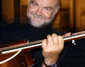 """""""Dio suona la chitarra"""". Un caffè sul mare con Goran Kuzminac"""