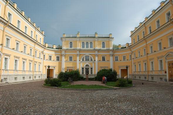 Derzhavin Institute, scuola di professionalità e di respiro cosmopolita
