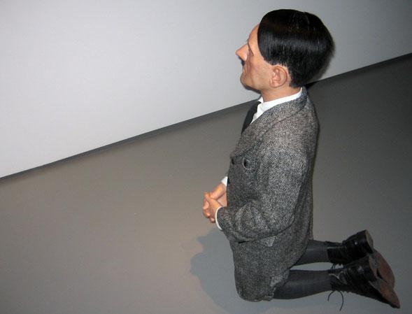 Maurizio Cattelan in mostra dal 24 settembre al Palazzo Reale di Milano