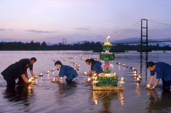 """Loi Krathong, il """"Festival delle Luci"""" nel meraviglioso regno thailandese"""