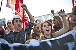 """14 dicembre : studenti in piazza per """"sfiduciare"""" il governo"""