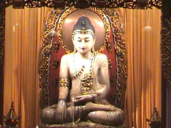 Hinayana e Mahayana, piccolo e grande veicolo, le due vie del Buddismo
