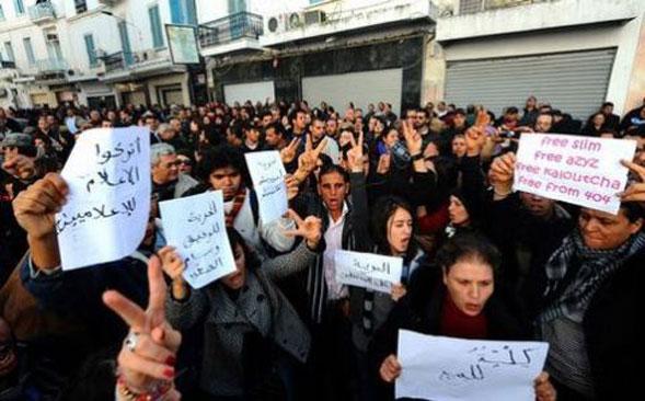 Dal Cairo a Tunisi giovani all'attacco contro i tiranni