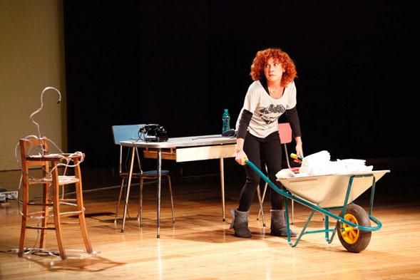 """Cinzia Leone al Teatro Forma con il suo spettacolo """"Poche idee…e basta!"""""""