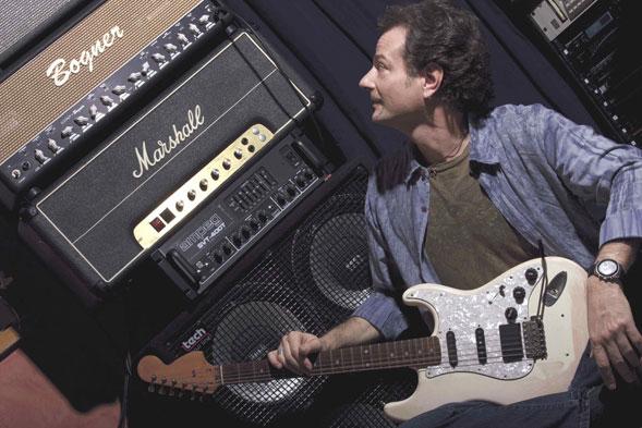 """Gìo Lombardi con la sua chitarra """"americana"""" vive il suo meritato sogno"""