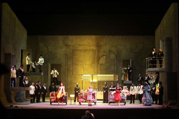 """""""La Cenerentola"""" di Daniele Abbado al Teatro Comunale di Bologna"""