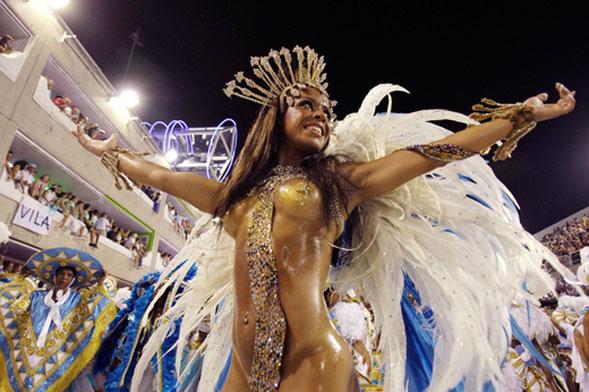 Summer Carnival al Divinae Bay e nello spazio piscine del Coco al Divinae Follie