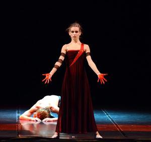 """Una """"Medea"""" rivisitata quella di Eleonora Abbagnato al Petruzzelli"""