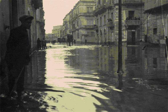 """Le alluvioni a Bari, la mostra del """"Diac"""" nella Sala del Colonnato alla Provincia"""
