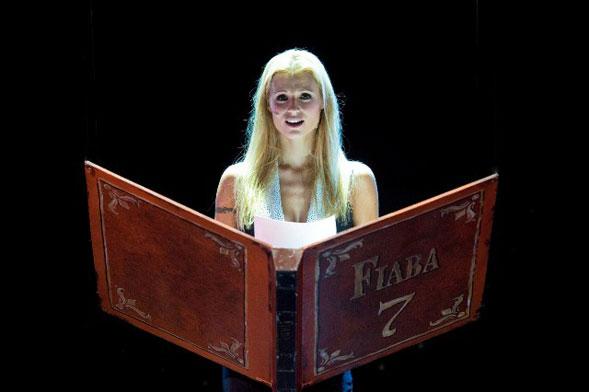 Mi scappa da ridere, Michelle Hunziker stasera al Nuovo Teatro Verdi di Brindisi