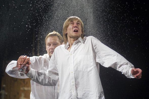 Nekrosius torna a Bari con l'Idiota di Dostoevskij per il Teatro Pubblico Pugliese