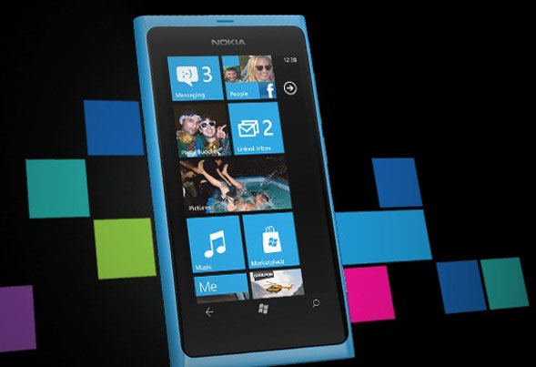 L'anti iPhone al suo esordio italiano: arriva Nokia Lumia 800