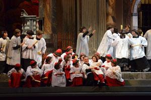Un ritorno alla tradizione per la messa in scena di Tosca al Teatro Petruzzelli