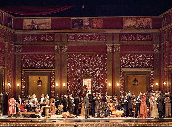 Una Traviata rinnovata al San Carlo di Napoli per la regia di Ferzan Ozpetek
