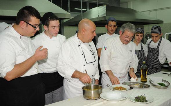"""Puglia a tavola, riuscitissimo l'evento di enogastronomia della Fondazione Nikolaos al """"Perotti"""" di Bari"""