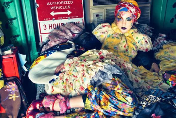 Per l'estate 2013 la moda porta in passerrella le cartoline di un tempo