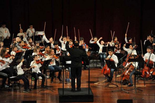"""""""Violinista per un giorno"""" il Teatro Petruzzelli spalanca le porte ai ragazzi"""