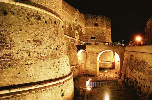 Arte e poesia oggi al Castello di Otranto per la premiazione dei vini Rosati
