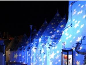al-via-alberobello-light-festival-i-trulli-illuminati-con-le-stelle-di-van-gogh--1435934283-media