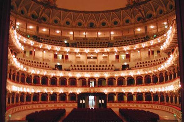 """Il teatro Petruzzelli riparte l'11 settembre con """"Elisir d'amore"""" di Donizetti, in tutta sicurezza"""