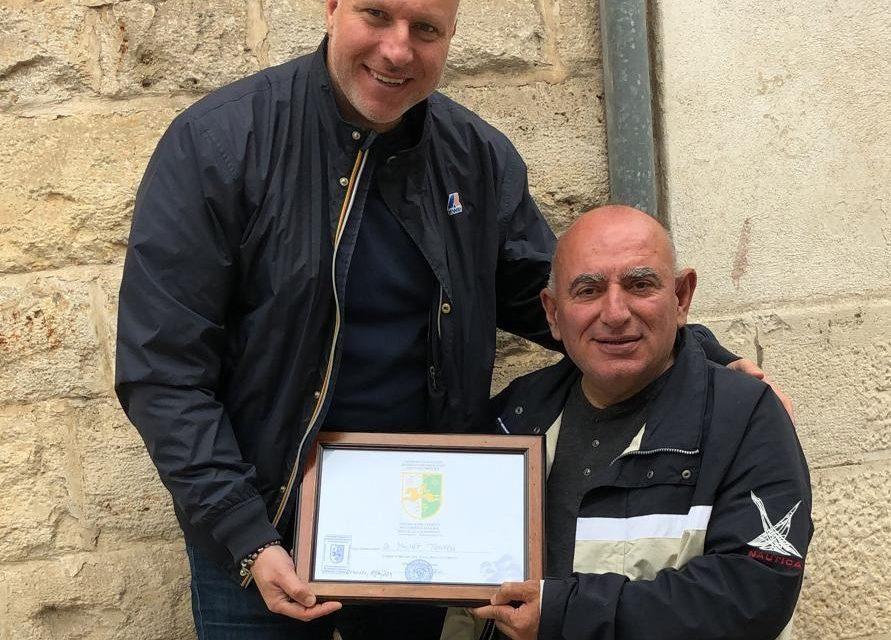 Al giornalista Michele Traversa l'attestato di ringraziamento del Corpo Diplomatico della Repubblica di Abcasia
