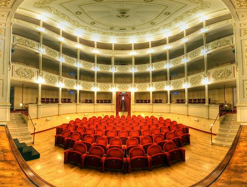 Domani 16 gennaio, in diretta dal teatro traetta di BITONTO,  nuovo appuntamento con INDOVINA CHI VIENE A (S)cena