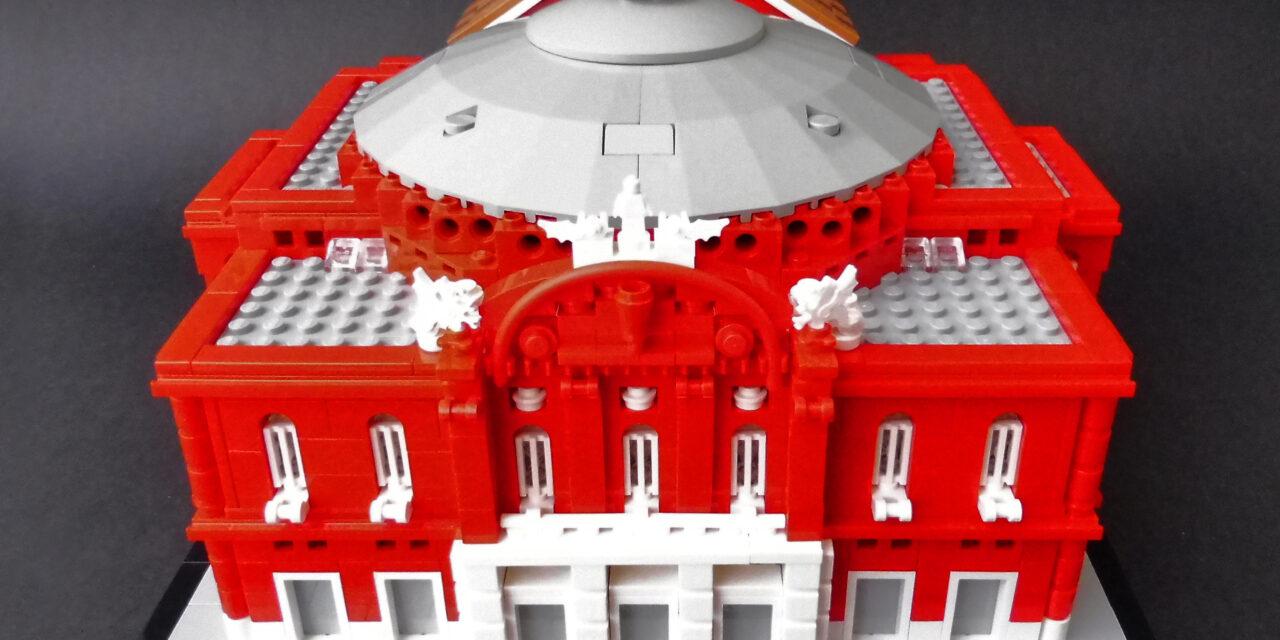Il Teatro Petruzzelli in mattoncini LEGO opera di Paolo Tupputi