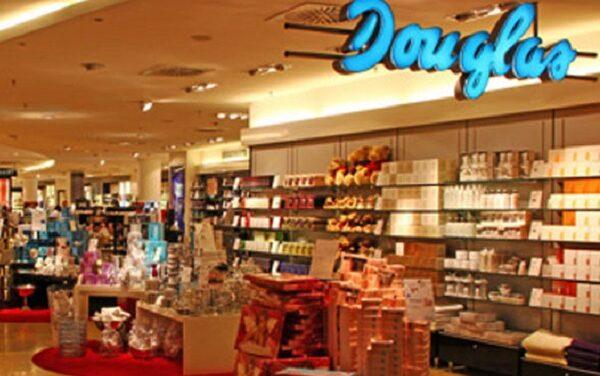 Seicento lavoratori delle prefumerie Douglas di tutta Italia restano a casa. La nostra solidarietà