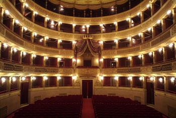 """Al via da domani """"Palcoscenico"""", 10 appuntamenti in tv con teatro e cabaret registrati nel """"Piccinni"""""""