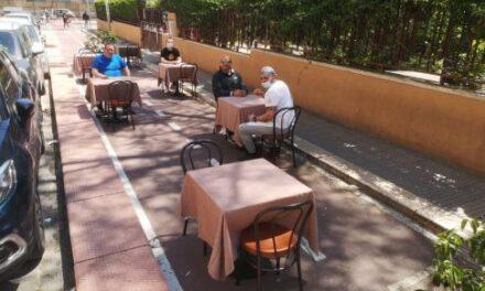 """Tavolini all'aperto su pista ciclabile. L'idea dei titolari del ristorante """"Garden"""""""