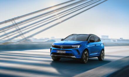 Nuova Opel Grandland: design audace, posto guida digitale e tecnologie d'avanguardia