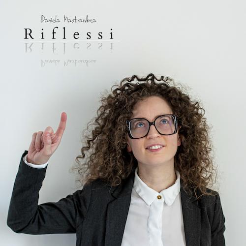 """Daniela Mastrandrea presenta """"Riflessi"""", il suo nuovo singolo"""