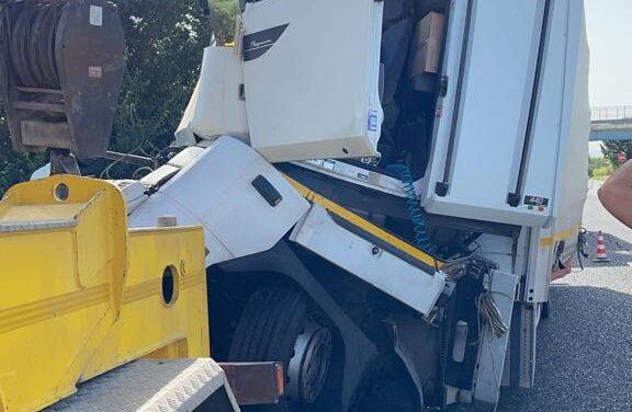 Nuovi retroscena sullo schianto tra camion sull'A16: ferito in prognosi riservata al Riuniti di Foggia